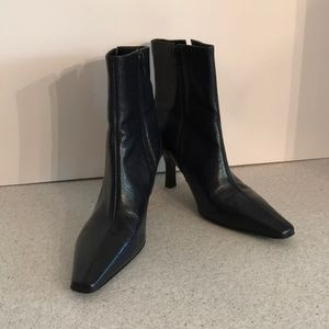 Gianni Bini 8M Textured Navy Blue Ankle Boots